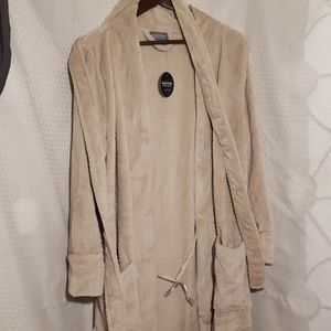 New with tags Berkshire super soft robe. medium